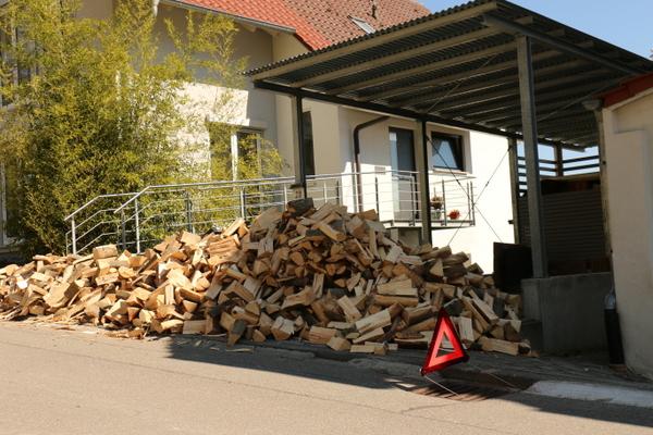 8 Schüttraummeter Brennholz