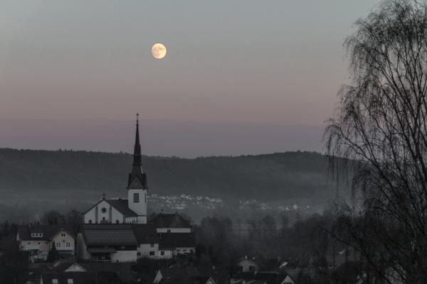 Wahlwies - Mond
