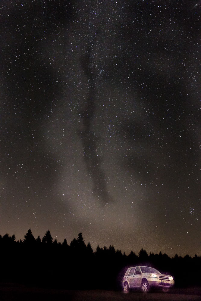 Landrover unter Sternen