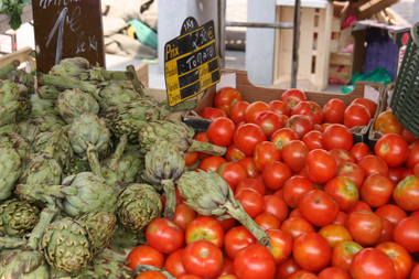 Tomaten und Artischocken
